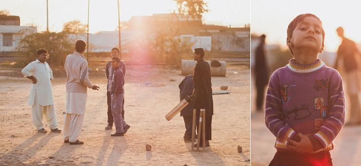 Denne grund er mellem jernbanen og vores hjem. Her har også jeg spillet cricket, da jeg var mindre.