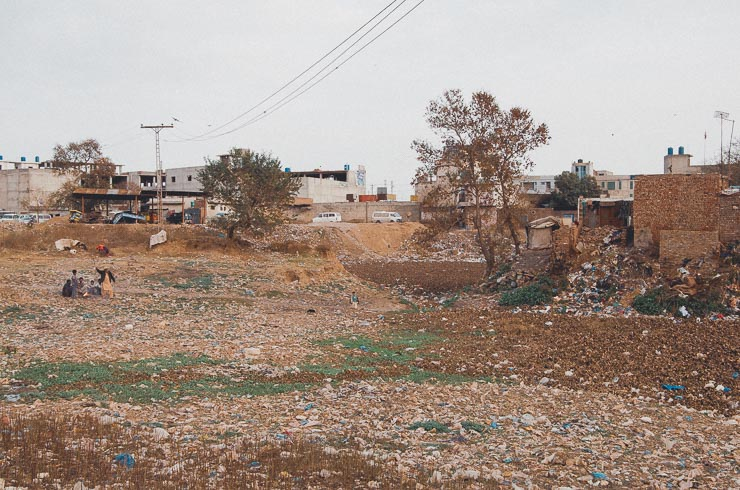 Plastaffald kunne ses allevegne. Der var opsamlingssteder, men de syntes ikke at blive brugt. Trist udvikling.