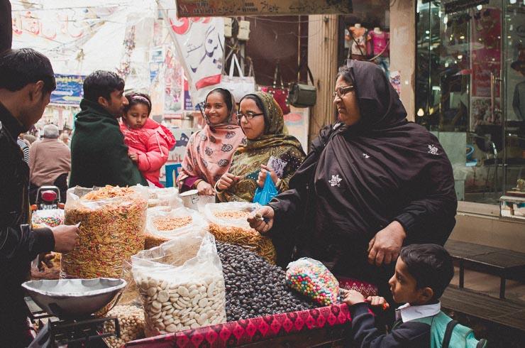 Jeg fik fortalt at man helst ikke skal fotografere kvinder, da jeg spurgte folk i bazaaren.