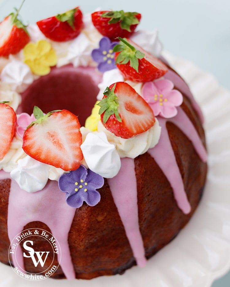 Strawberry Prosecco Cake perfect for Wimbledon.
