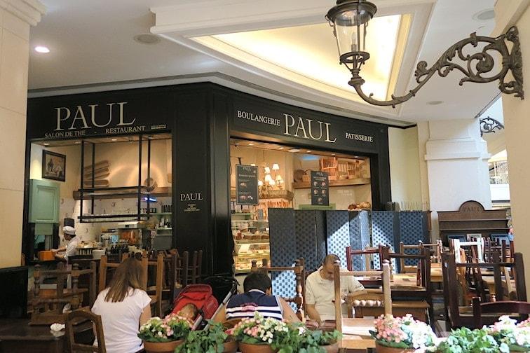 ラマダン時期の昼間、パン屋のポールの様子