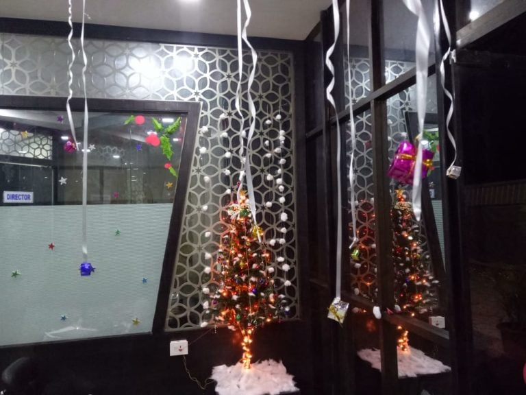 Csr page, office decoration on christmas eve.