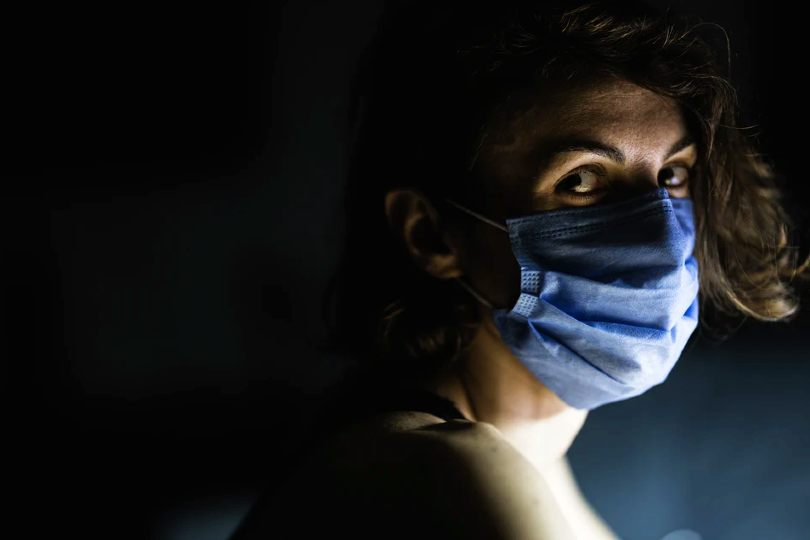 Worried looking woman facemask