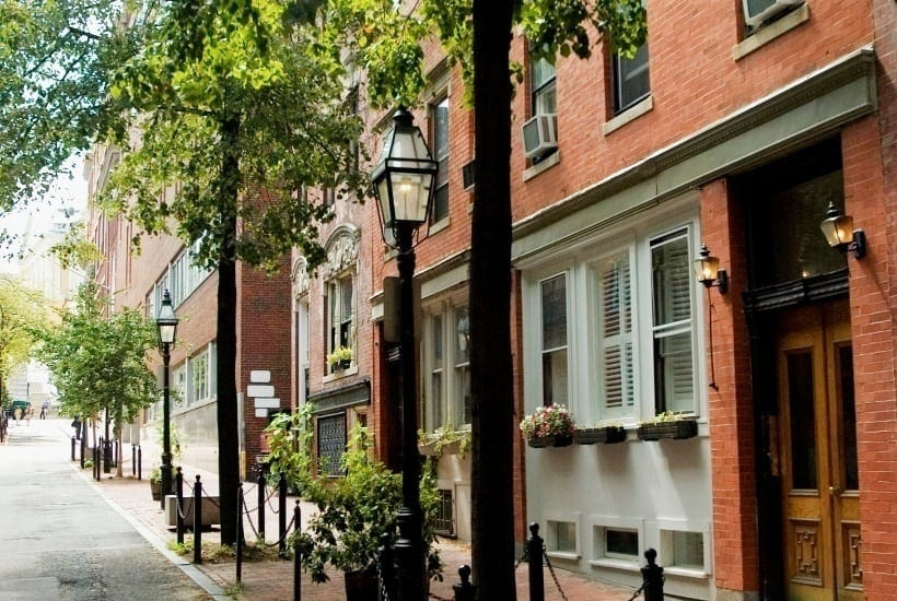 Whether you're planning a date night, first date or a romantic Valentine's Day date you'll enjoy this list of unexpectedly romantic restaurants in Boston. #Boston #traveltips #BostonTravelTips