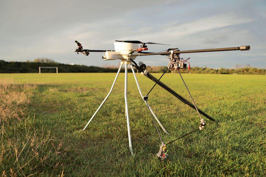 De CropHopper van 3 kilo kan 70 hectare per dag afwerken op drie acculadingen. Het concept is fundamenteel anders dan bij drones. - Foto's: CropHopper