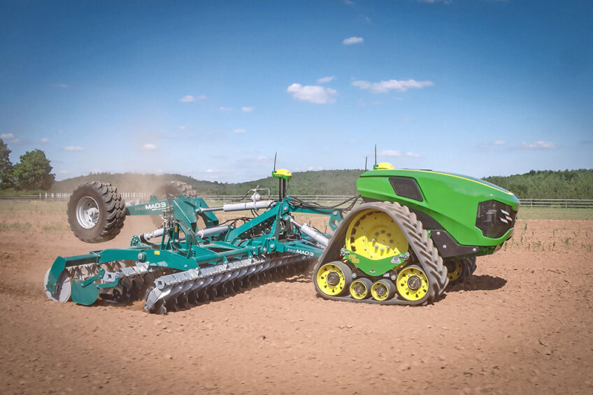 John Deere's Joker is a fully autonomous electric tractor with articulated steering and a tracked single axle. - Photo: John Deere