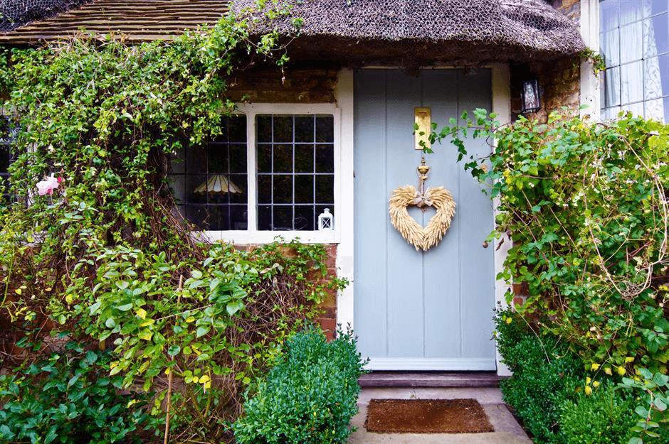 PRETTY CURB DOOR PORCH DECOR DESIGN IDEAS