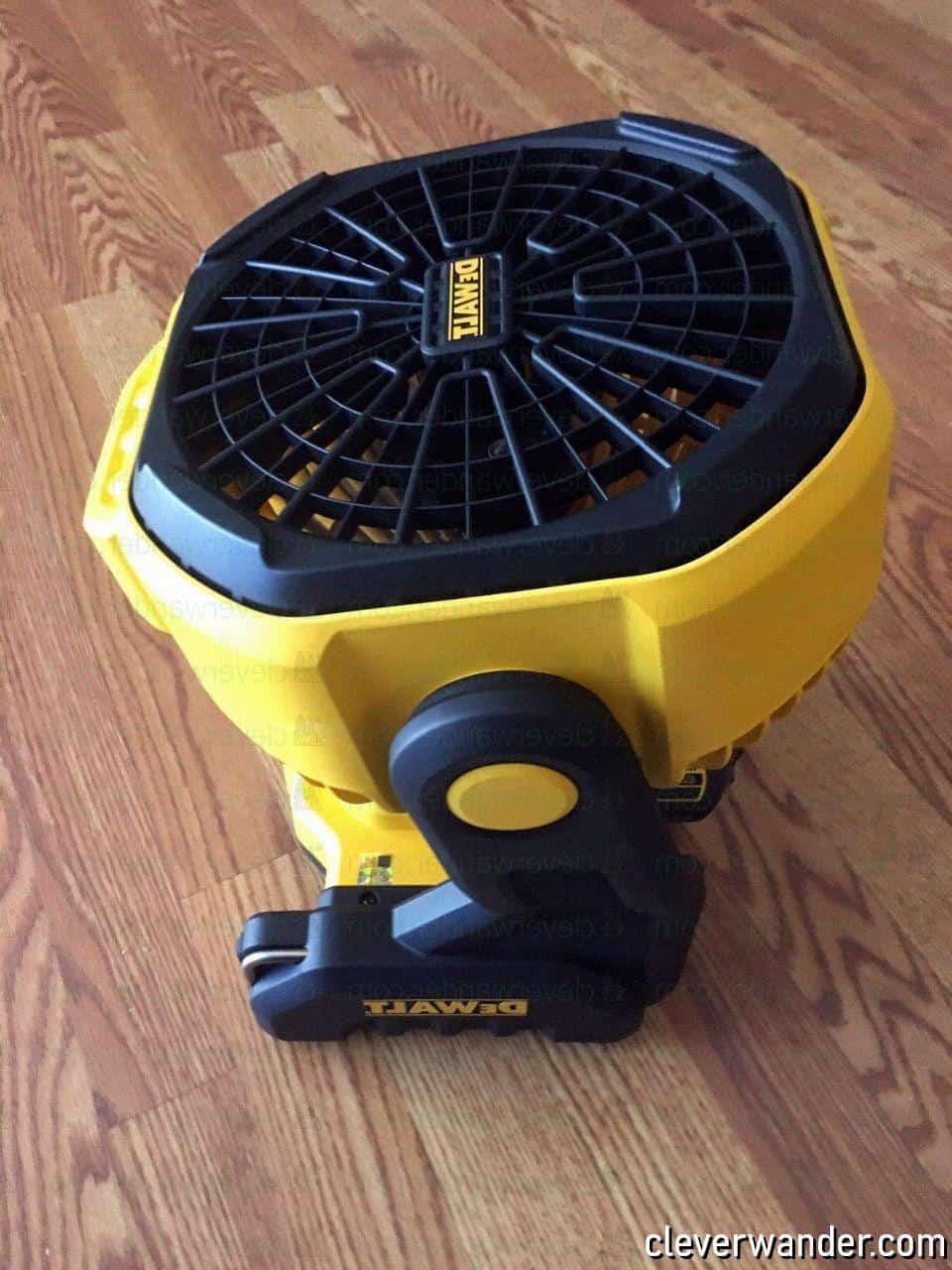 Dewalt DC3511B Cordless Jobsite Fan - image review 2