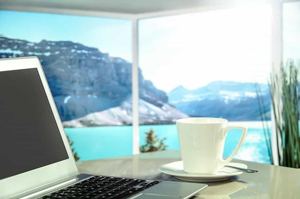 Workation - im Homeoffe arbeiten, wo andere Urlaub machen