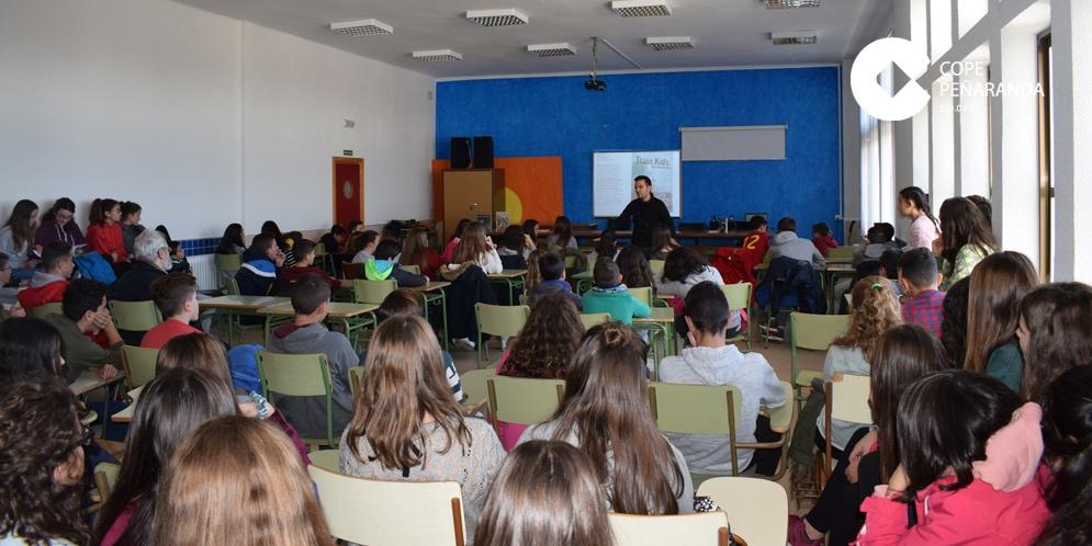 Los alumnos de Educación Secundaria del IES Peñaranda acudieron a estas charlas.