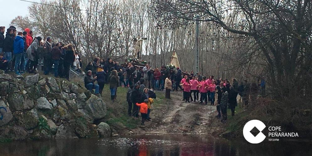 Cientos de personas participaron en la romería del Lunes de Aguas de Alaraz.