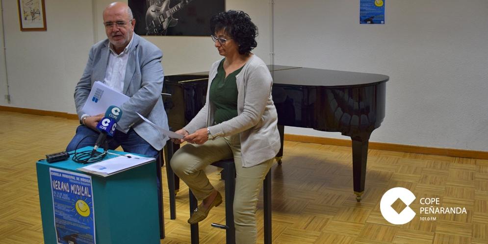 Miguel Ángel Núñez y Araceli Rodríguez presentaron la programación estival de la Escuela municipal de Música.