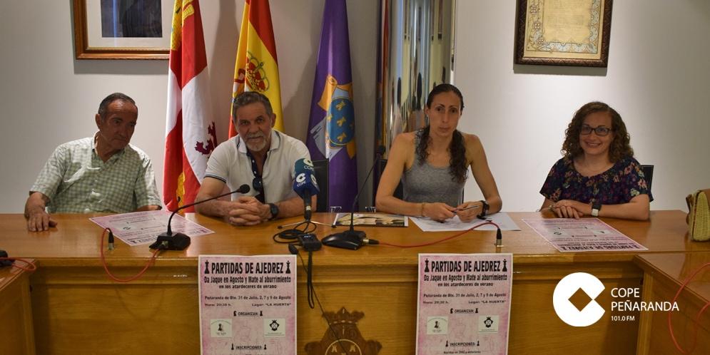 La Asociación Mundy y el Ayuntamiento presentaron las partidas de ajedrez en La Huerta.