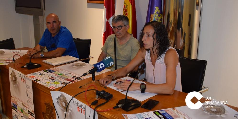 Ángel Orduña, Cristino Pérez y Pilar García en la presentación de la V Quedada BTT de Peñaranda.