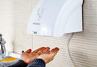 Установка сушилок для рук, вентиляционных решеток
