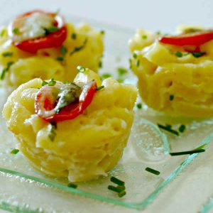 Gluten-Free Caprese Mac and Cheese Bites