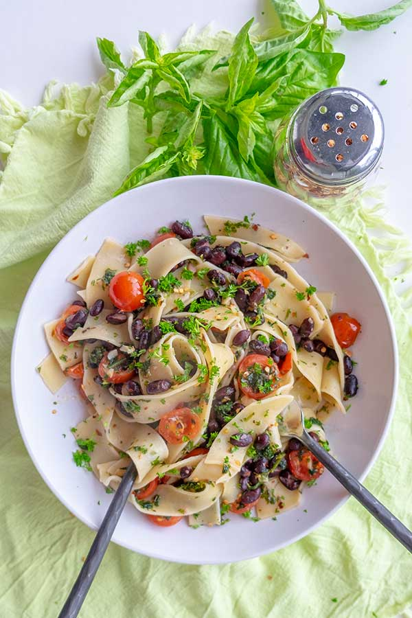 Parsley Black Beans & Tomatoes Pasta (Gluten-Free, Vegan)