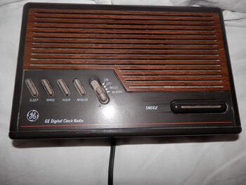 10. 1993 GE Digital Clock Radio 7-4612B