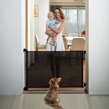 10. EasyBaby Products Indoor Outdoor Retractable Baby Gate, Black