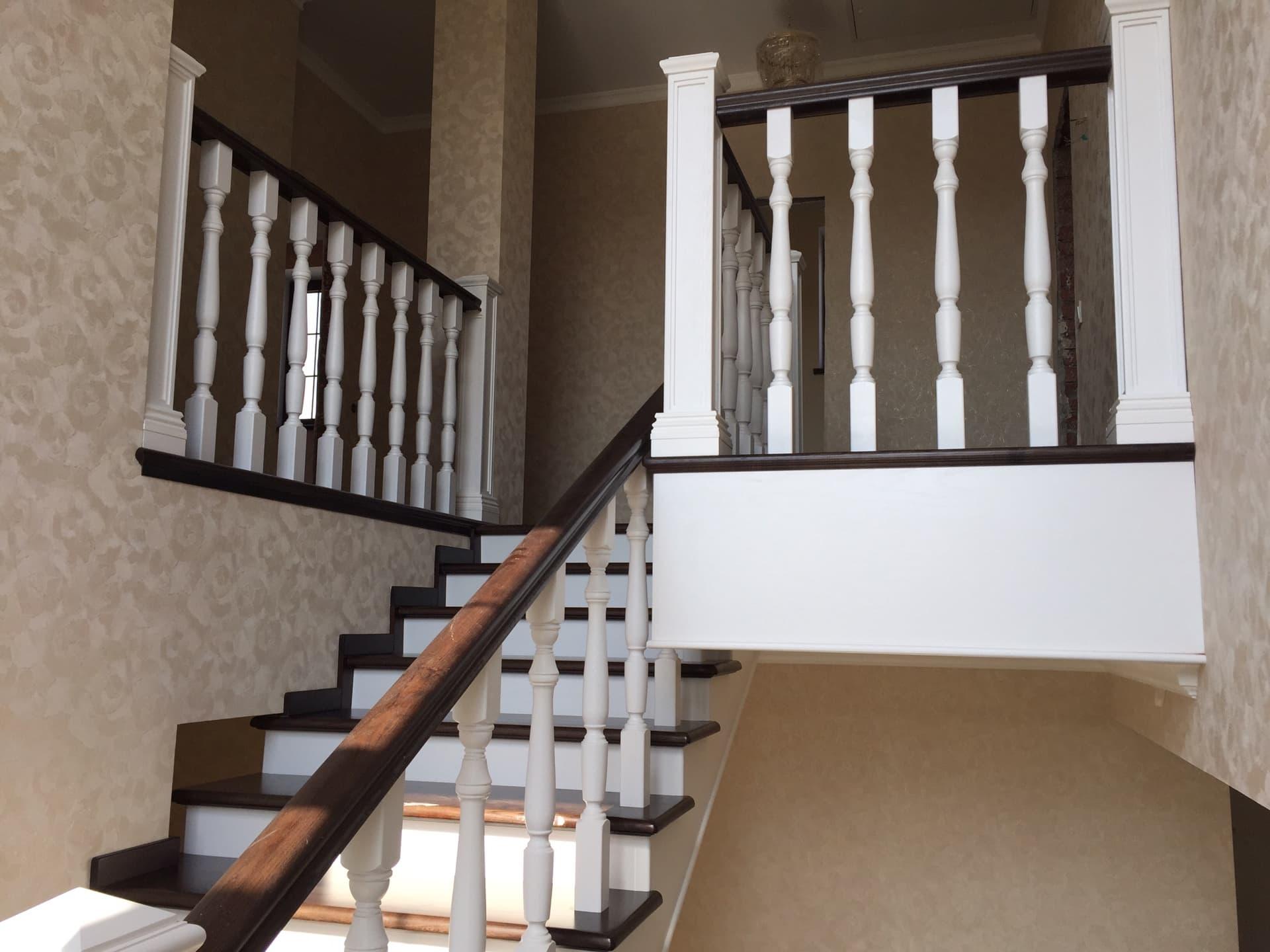 отделка бетонной лестницы деревом в Уфе