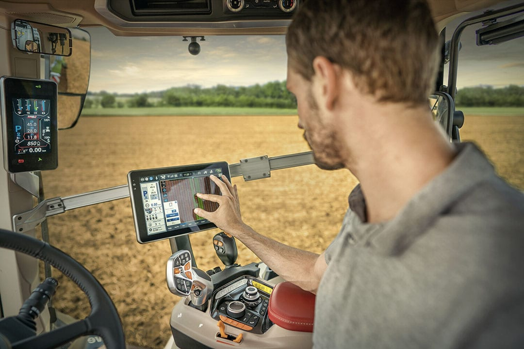 Via the AFS Pro 1200 terminal, users can manage the tractor's AccuGuide automated steering system and – for the first time in this Case IH tractor class – full AFS Connect telematics capabilities. - Photo: Case IH