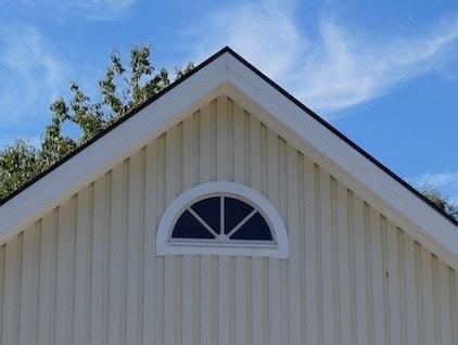 Halvmånefönster garage
