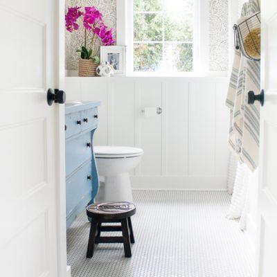 Vintage Dresser – Blue and White Bathroom