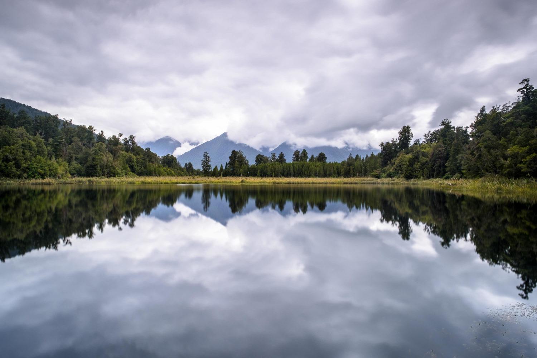Spiegelung der Southern Alps auf dem Lake Matheson