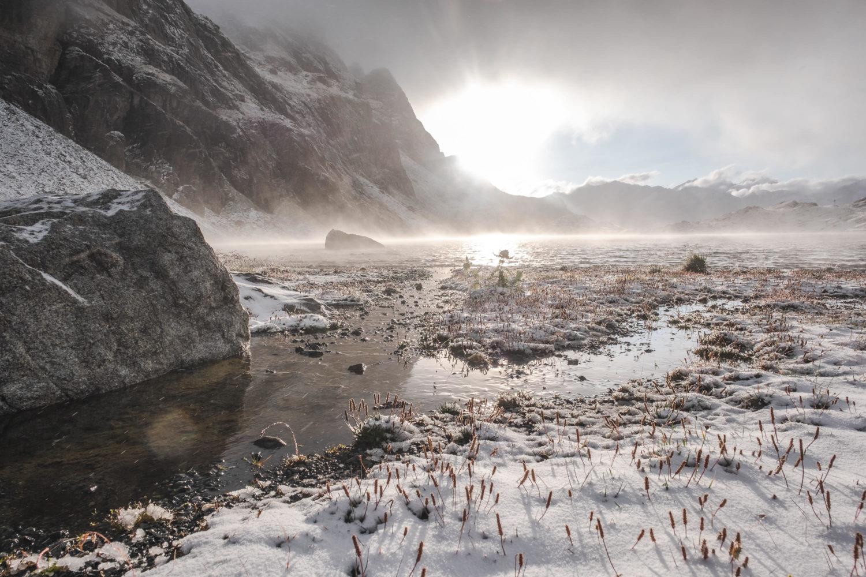 Sonnenaufgang am Lunghinsee bei Bivio in den Alpen