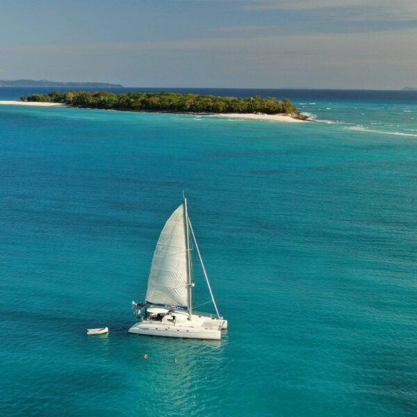 catamarano e isola