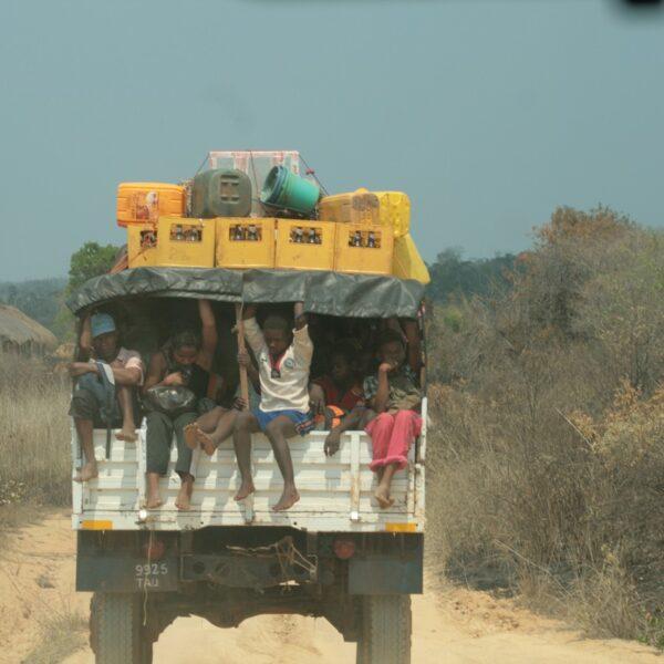 camion con malgasci a bordo sulla pista