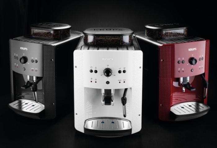 Cafetiere à Grains Krups Ea8105 disponible en trois couleurs différentes : rouge, noire et blanche