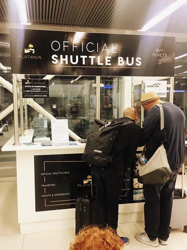 Platanus counter at the airport