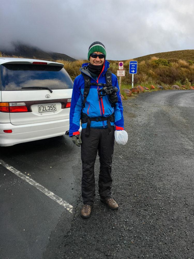 Jan Becker mit Fujifilm am Parkplatz des Tongariro Alpine Crossing