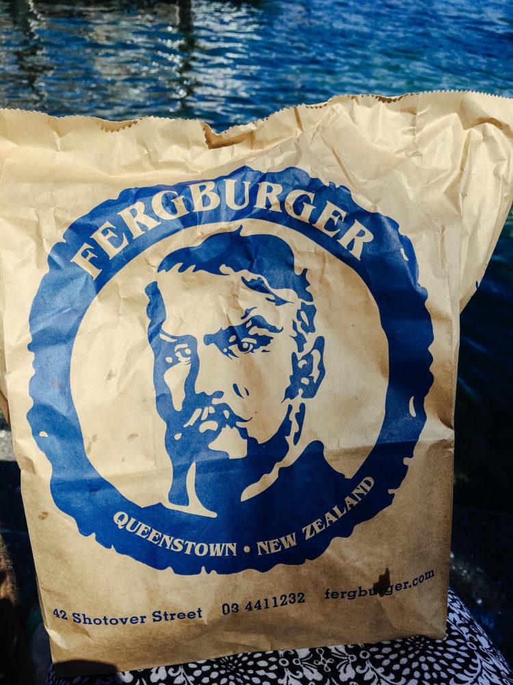 Burgertüte von Fergburger in Queenstown