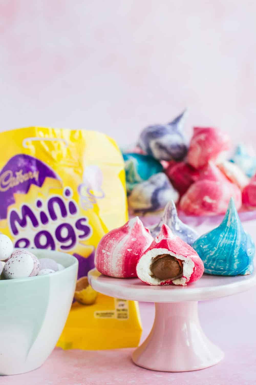 Mini meringues with mini eggs inside
