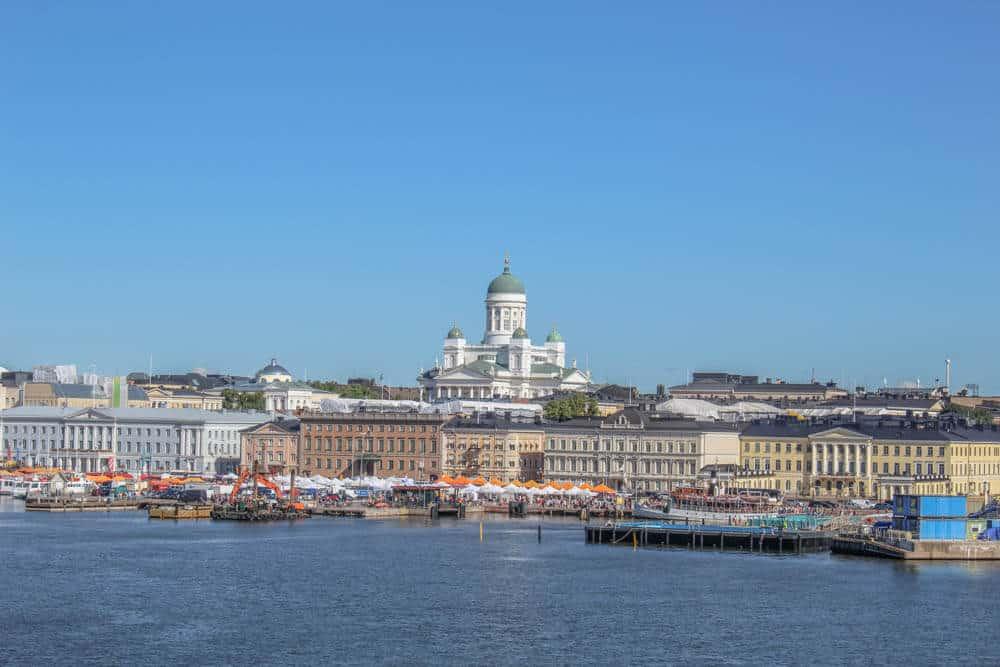 Ankunft in Helsinki - Die Kathedrale von Heslinki von der Symphony