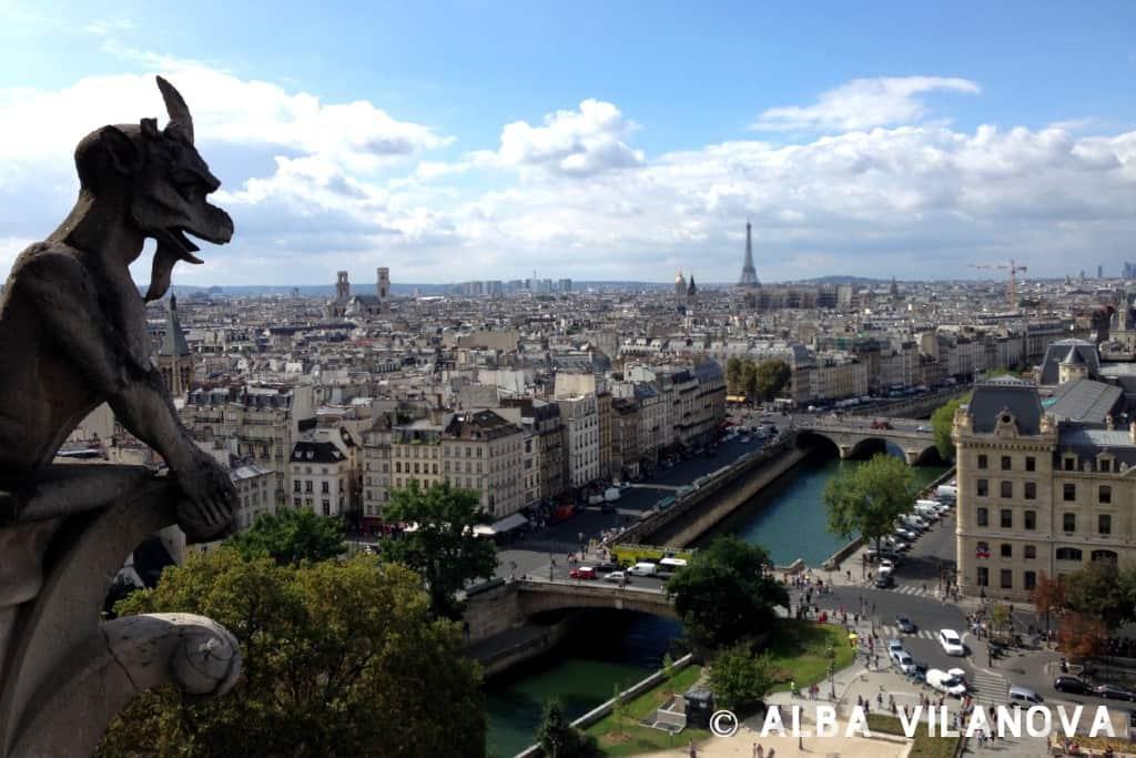Vistas a la torre Eiffel desde la azotea de la catedral de Notre Dame - Francia - Viajar - Blog de Alba Vilanova