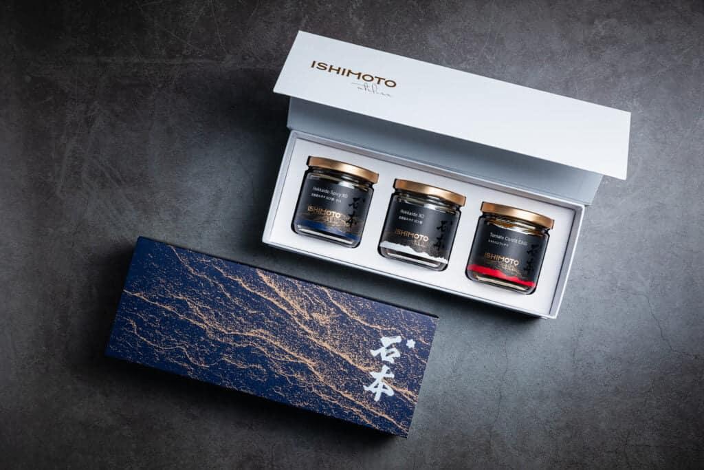 頂級北海道XO精緻醬料禮盒,有原味XO醬、辣味XO醬與油封番茄辣醬(照片由Ishimoto Atelier提供)
