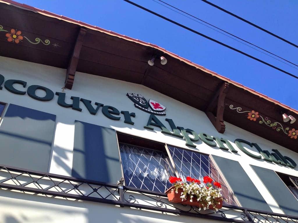 Arbeiten in Kanada: Fassade des Vancouver Alpenclub