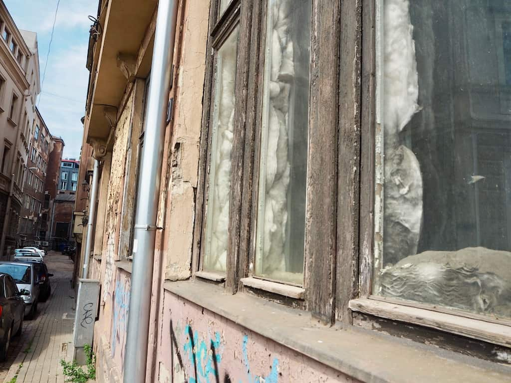 An den Rändern von Rigas Altstadt sehen Besucher viel Verfall