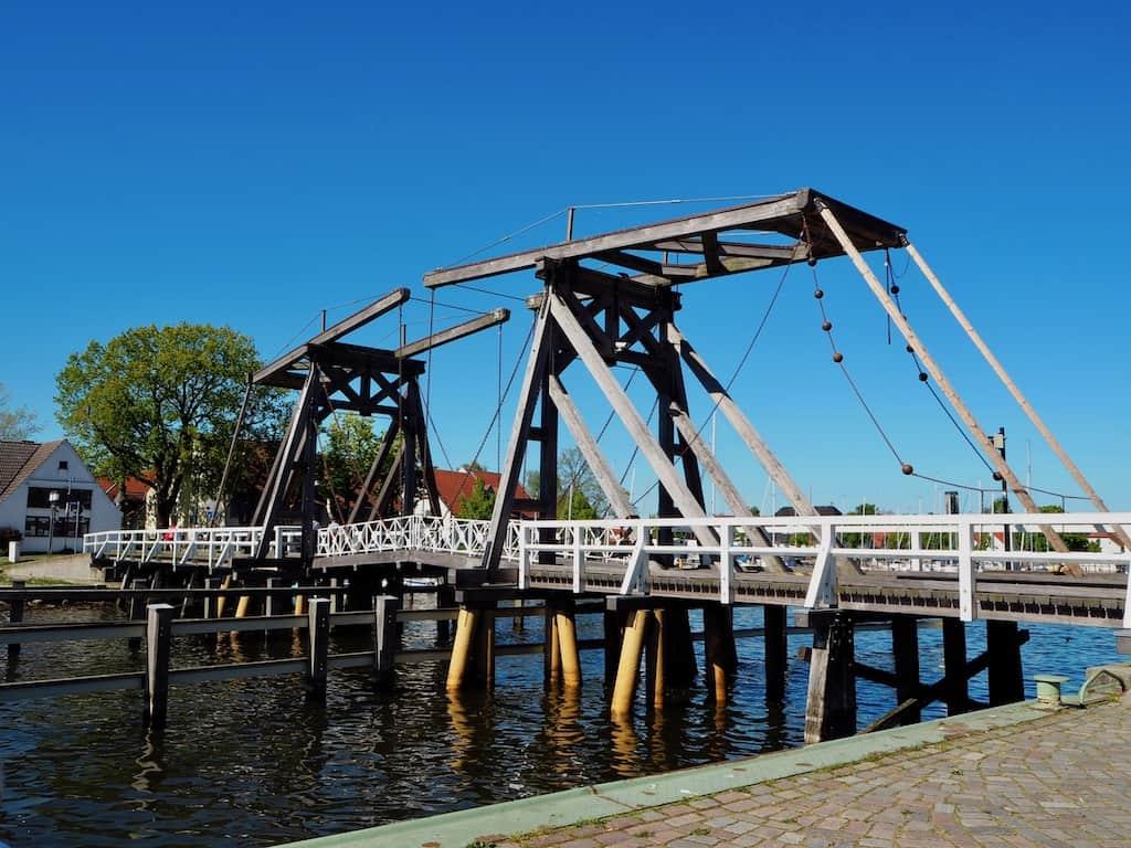 Greifswald Sehenswürdigkeiten: Wiecker Holzklappbrücke
