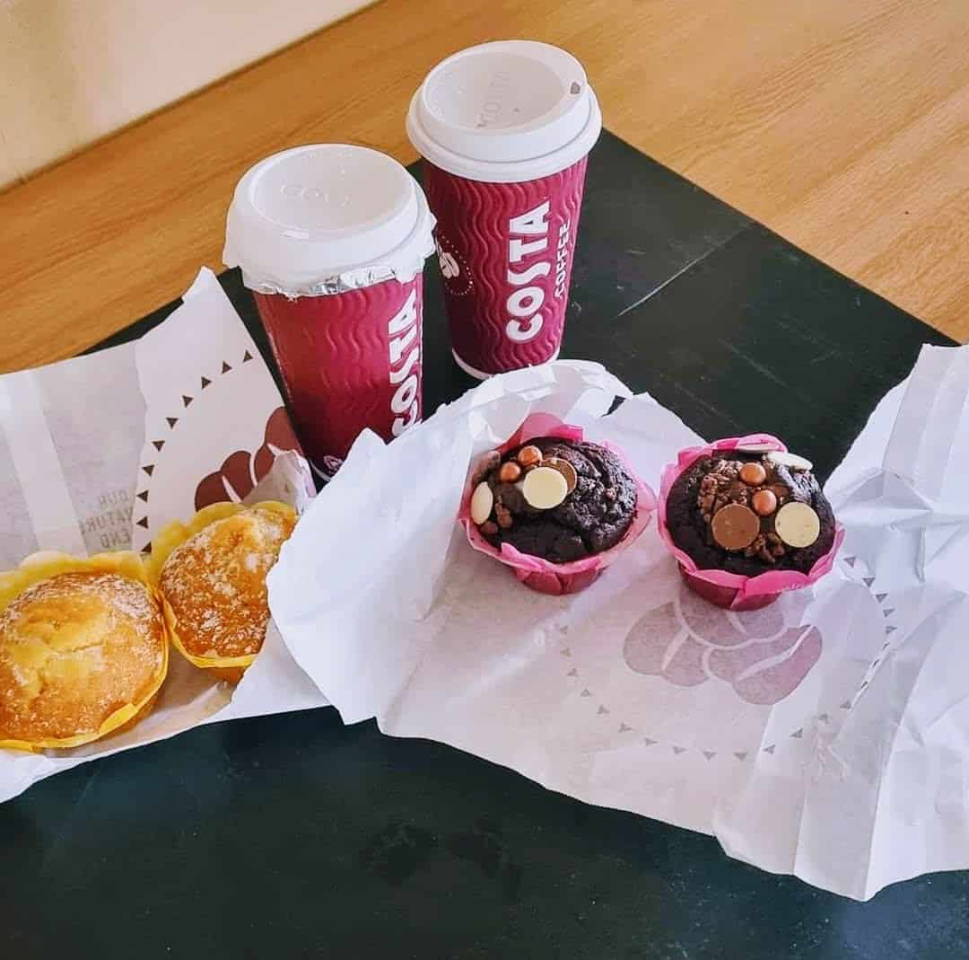 Photo of 4 cakes and 2 coffees