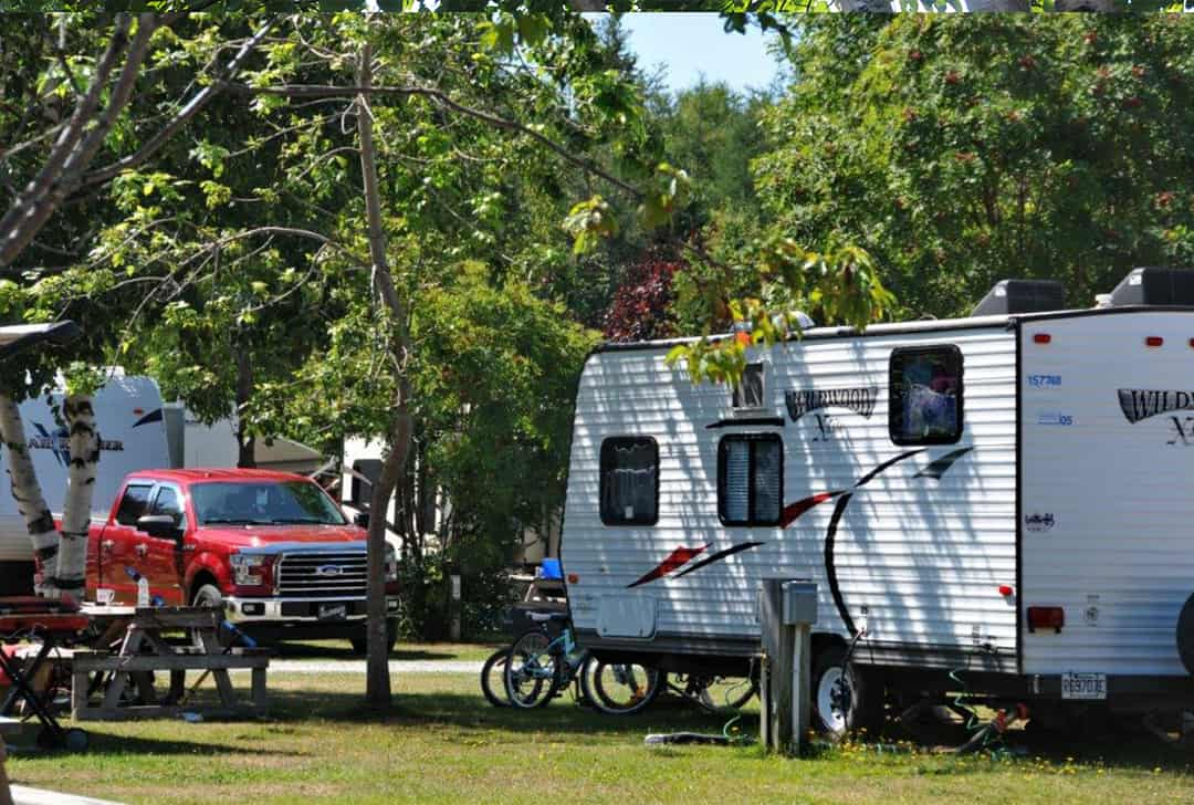 Camping Annie offre des emplacements de camping 2 services