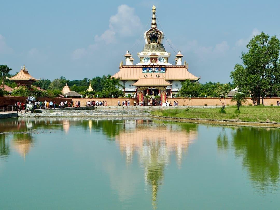Lumbini: Der deutsche Tempel im Friedenspark