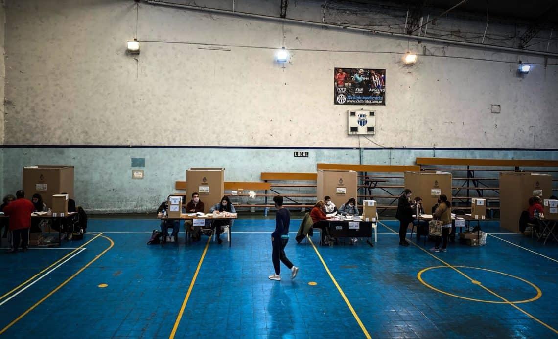 La oposición argentina gana las primarias en los mayores distritos, según primeros datos