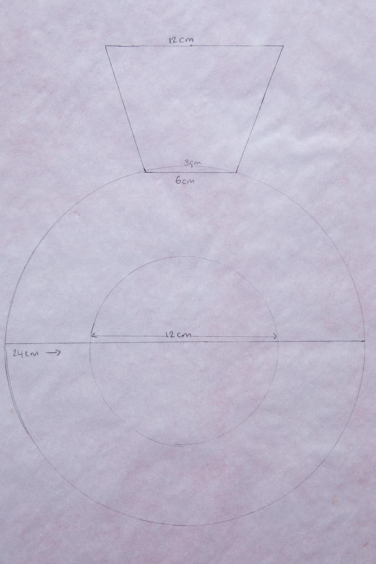 A diagram showing how to make a ring-shaped cream tart.