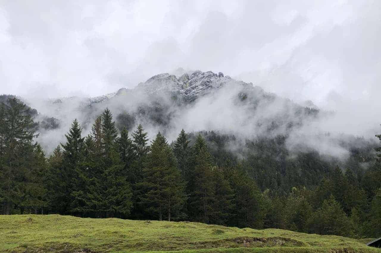 Wanderung auf den Kramer bei gemischtem Wetter in den Bergen