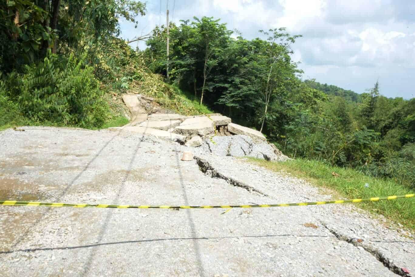 kondisi jalan lingkar barat di Kecamatan Sukasari