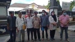 Pengurus FORMATA usai menyerahkan surat dukungan proses dugaan KKN tender Tajug Gede yang dilaporkan Komunitas Masyarakat Purwakarta (KMP).